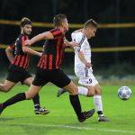 Maximilian Kosak läßt Marco Gius (links) und Michael Parzinger hinter sich und zieht zum seinem vierten Treffer ab.